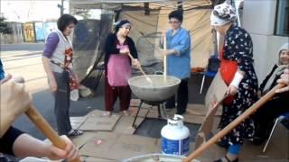 Uzbek sumalak in Toronto Узбеки Торонто готовят сумаляк  Özbekler 1 Samanak سمنک