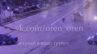 В Оренбурге на пресечении улицы Восточной и проспекта Гагарина «прожарка» снесла «Мазду»