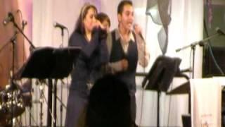 Yesenia Flores canta Bendita Tu Luz con su hijo