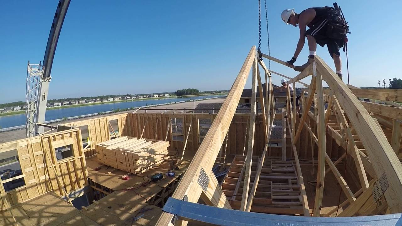 Crane Set Roof Trusses Youtube