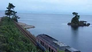 氷見線を走る忍者ハットリくん列車の動画です。