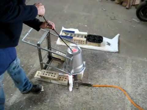 melting aluminium in own homebuilt furnace youtube
