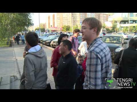 В Астане возле пунктов обмена валюты образовались очереди