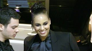 Download lagu EXCLUSIVE Lovely Alicia Keys super nice to her fans in Paris MP3