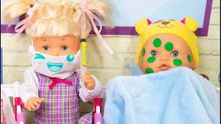 Download Video Noa et Noé à l'école SuperBébéland! Les bébés tombent malades et doivent rester à l'école maternelle MP3 3GP MP4