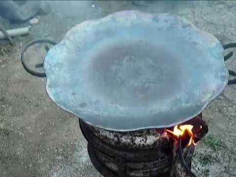 Обжигаем и прокаливаем сковородку из бороны