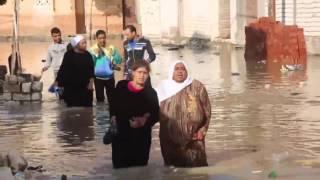 سيدة مصرية تسب السيسي في الاسكندرية بعد غرق بيتها