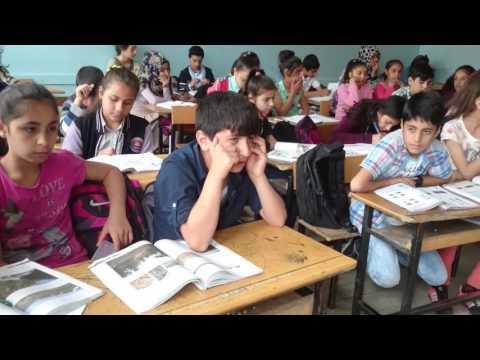 Güzel sesli Yıldız Tilbe hayranı öğrencimden