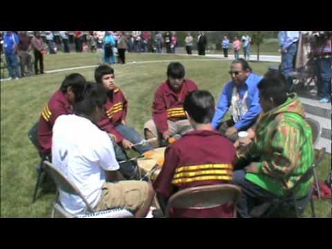 Nixyaawii Community School Drum Group Performs.