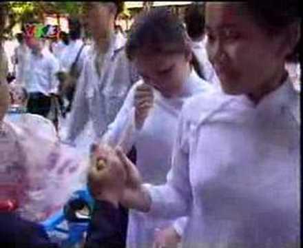 video lop 12 nien hoc 95-98 ra truong Tran Phu