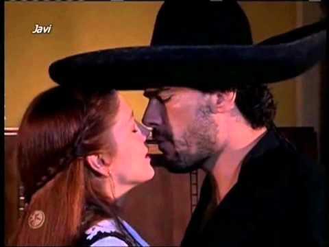 Eduardo Yáñez le canta a Adela