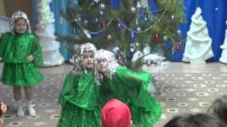 Новый год в детском саду. Танец елочек.