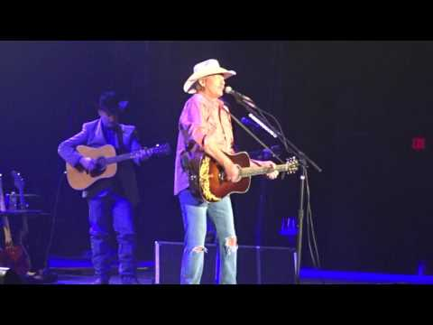 Alan Jackson  Home in memory of his mother,  at Infinite Duluth, Atlanta, 28 January 2017