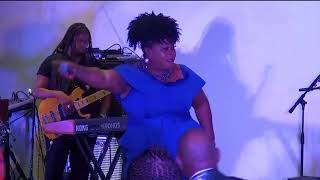 Bridget Blucher - In The Middle of The Night & Mi Cyaan Sidung