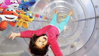 슈퍼윙스 키즈카페가 있데요!! 서은이와 유준이의 슈퍼윙스 키즈카페에서 놀기 비행기 조정 미끄럼틀 소방 놀이 Super Wings IndoorPlayground