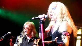 "TWISTED SISTER - ""I SAW MOMMY KISSING SANTA CLAUS"" - NOKIA THEATRE, NYC 12/6/09"