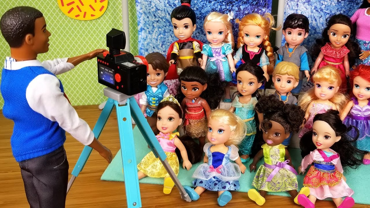 Picture Day Elsa And Anna Toddlers School Barbie Is Teacher Youtube