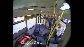 В Москве госпитализировали водителя автобуса, сбившего людей на Славянском бульваре