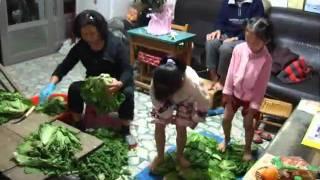 2010 12 19 兩姐妹踩酸菜