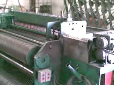 Сегодня купить штукатурную сетку можно нескольких видов. Пластиковая кладочная сетка применяется для укрепления кирпичной кладки. Сетка штукатурная универсал маленькая подходит для армирования отделочных и штукатурных смесей, универсал средняя – применима при оштукатуривании любых.