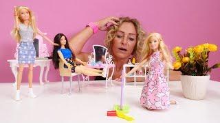 Nicoles Arbeitsagentur. Barbie im Friseursalon. Spielzeugvideo für Kinder