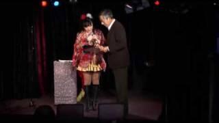 平成16年度文化庁芸術祭大賞を受賞しました。 舞台・マジックなどを披露...