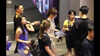 Vắng Trấn Thành, Hari Won lẻ loi sự kiện ra mắt phim ma của Thu Trang