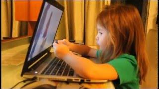 Окей Google.  Ребенок просит Окей Гугл найти мультик.  Смешные приколы с детьми. Okay Google.