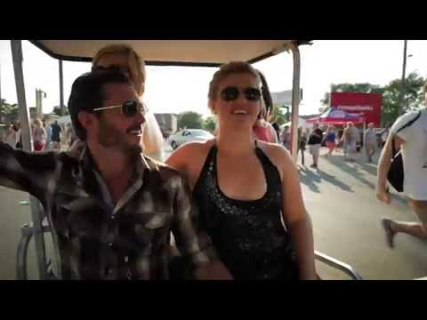 Behind The Scenes: Kelly Clarkson w/ Jason Aldean at Wrigley Field