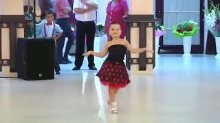 Kids dancing on decpacito