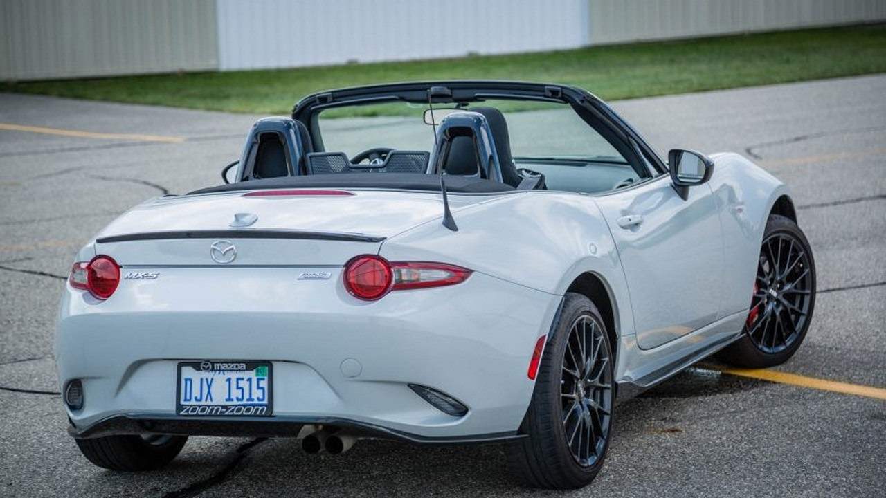 Hot or not 2017 mazda mx 5 miata rf with rear window louvers