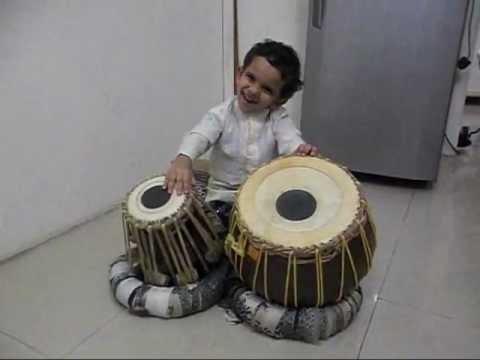 Lalettan Singing Attumanal Payayil Song ....Run Baby Run