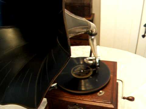 Billy Murray Sings - On the Old Fall River Line - Victor III Gramophone