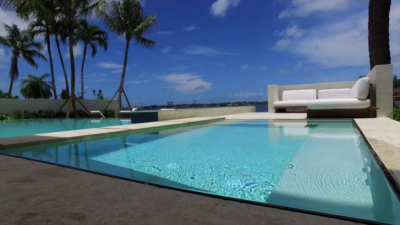 Infinity Pool with Knife Edge in Miami