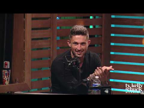 Michael Ray Discusses Running Into Fans at the Grocery Store - Ty, Kelly & Chuck