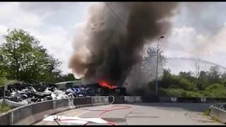 Incendie au bordeaux : un feu de déchets et de pneus dégage une inquiétante fumée noire.