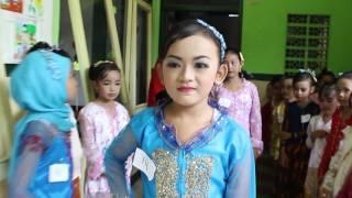 Download Video FASHION SHOW KELUWESAN ANAK HARI KARTINI MP3 3GP MP4