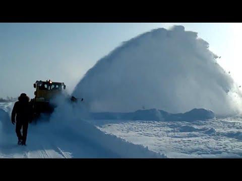 'Занесённые снегом' чистят