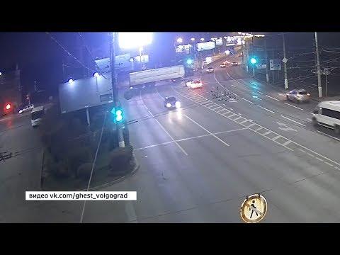 В Волгограде грузовик протаранил 12 автомобилей, пострадало 5 человек