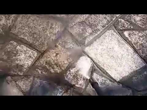 Pulizia pavimento esterno di luserna youtube for Pavimento esterno in pietra
