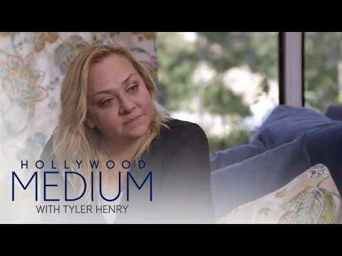 Nicole Sullivan Gets Reassuring Message From Grandmother | Hollywood Medium with Tyler Henry | E!