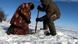 Рыба ЗАСТРЯЛА в лунке Обзор ЭЛЕКТРОБУР Зимняя рыбалка