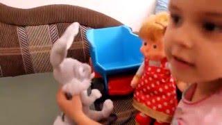 Маша гуляет с зайцем!
