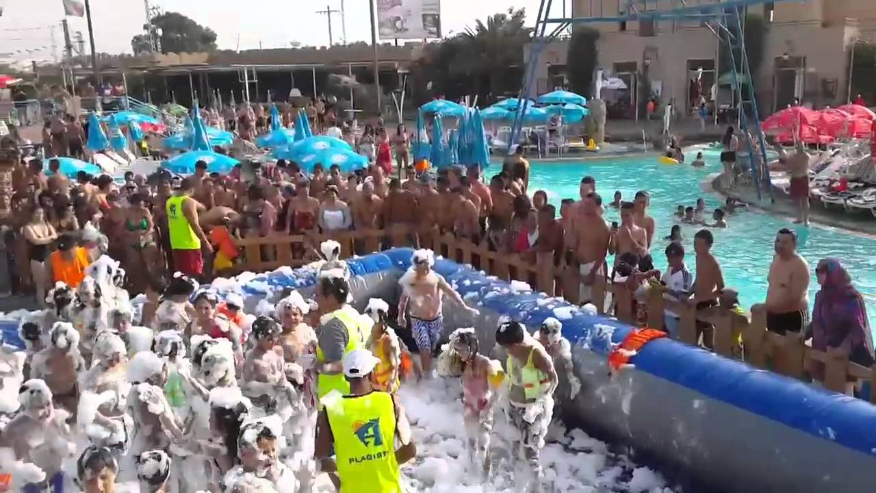 Piscine a mousse aquafortland 2013 from algeria youtube for Piscine algerie