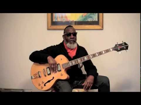 Jamaaladeen Tacuma introduces his TacumART Bass