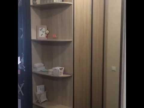 Сложность заполнения свободного пространства в прихожей зависит в большей степени от его отсутствия в наших квартирах или от очень неудачных планировок. Так, длинные и узкие прихожие предопределяют узкие варианты шкафов купе, а тот факт, что раздвижной механизм забирает полезную.