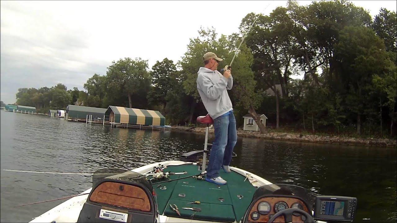 Jb 39 s fish sauce on lake minnetonka big bass youtube for Lake minnetonka fishing report