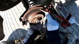 замена задних тормозных колодок пежо 307 Stabdi kaladli keitimas