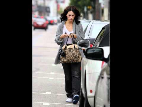 Jennifer Love Hewitt Running Errands in LA thumbnail