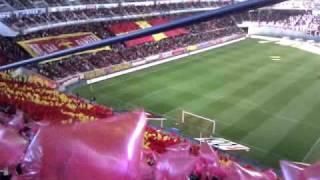 名古屋グランパスのゴール裏の風景を、豊田スタジアムの2階席から臨みま...